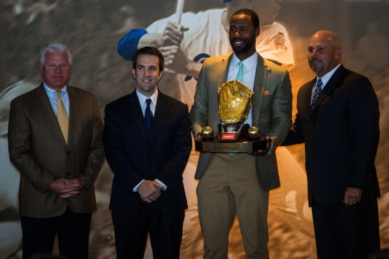 Braves right-fielder Jason Heyward receives his first Golden Glove award.